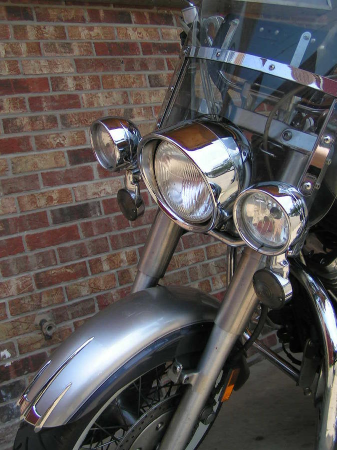 HD passing lamps & signals on Yamaha Roadstar lightbar. Shown with Royal Star Tour Deluxe headlight ring.
